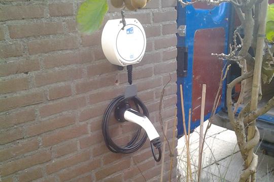 Plaatsen en aansluiten laadpalen elektrische auto's